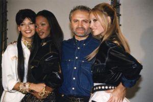 44320bdfbc 21 χρόνια σήμερα από τη δολοφονία του Gianni Versace  Το φτωχόπαιδο ...